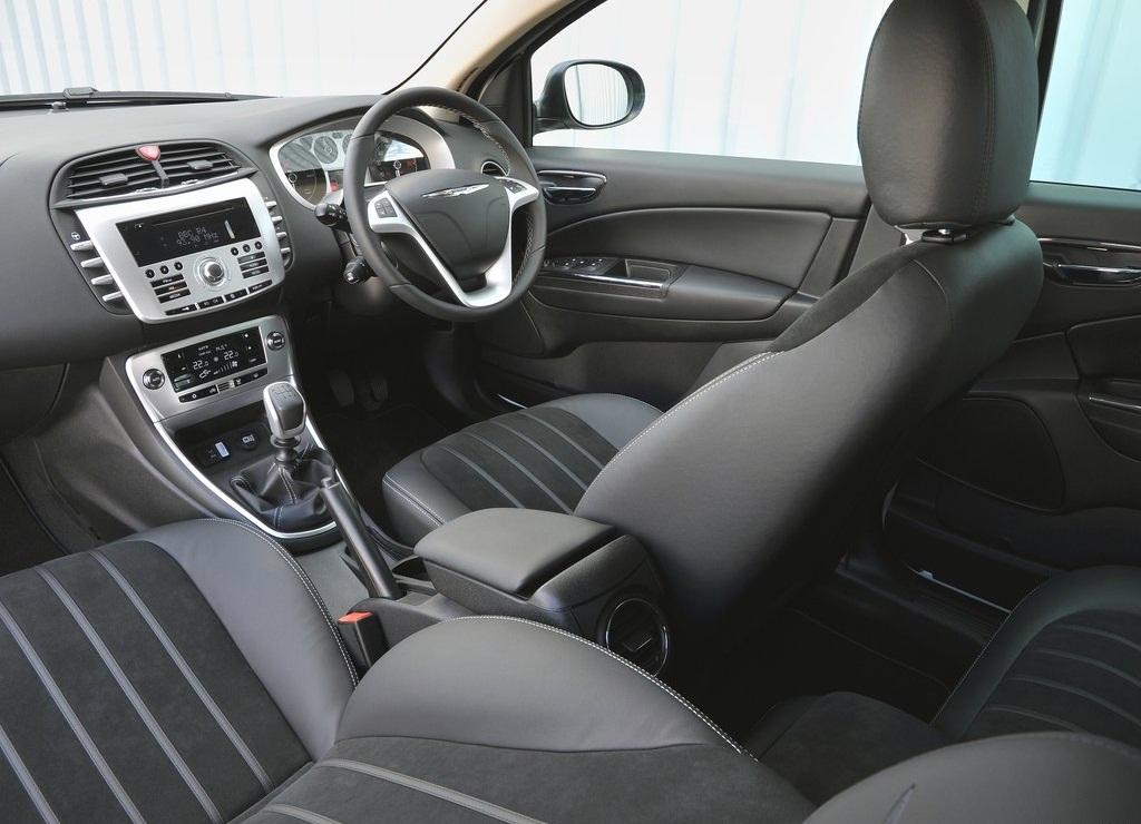 2012 Chrysler Delta  (Photo 4 of 19)