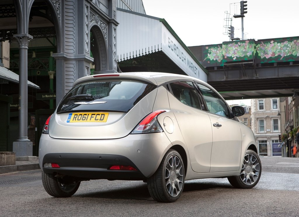 2012 Chrysler Ypsilon  (Photo 2 of 9)