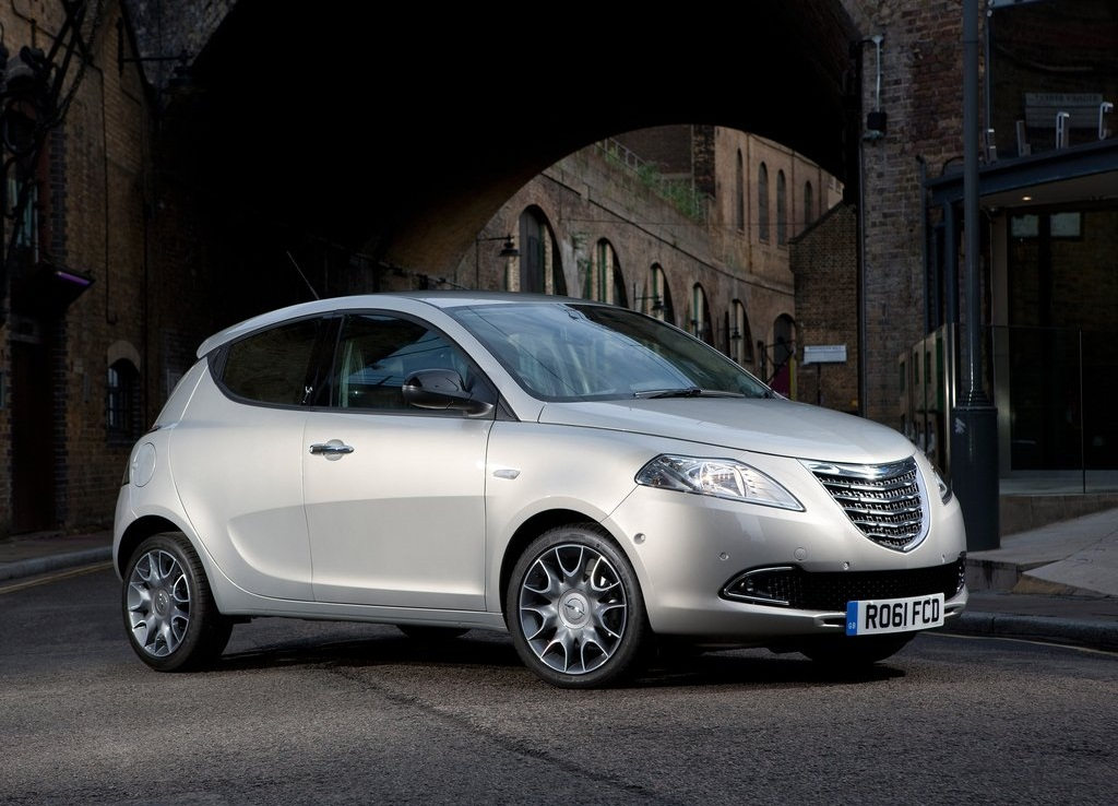 2012 Chrysler Ypsilon  (Photo 3 of 9)
