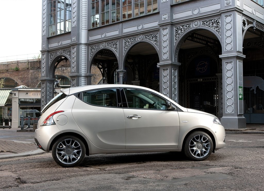 2012 Chrysler Ypsilon  (Photo 4 of 9)
