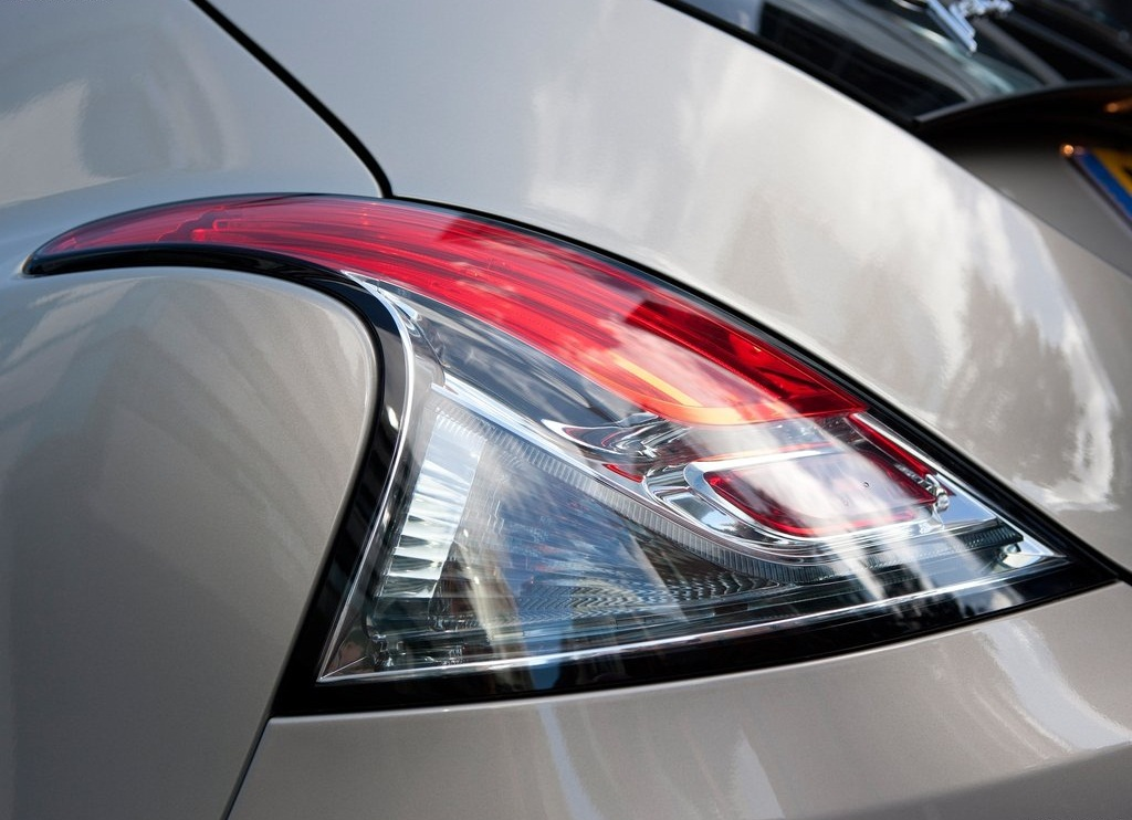 2012 Chrysler Ypsilon Lamp (Photo 7 of 9)