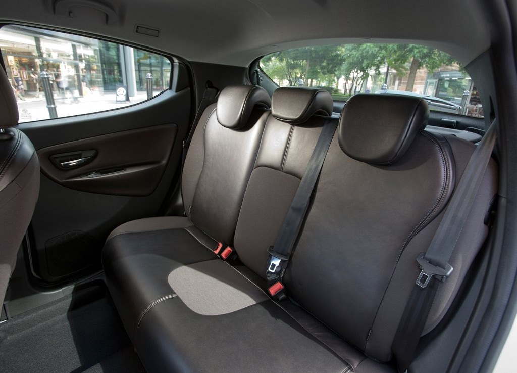 2012 Chrysler Ypsilon Seat Interior (View 8 of 9)