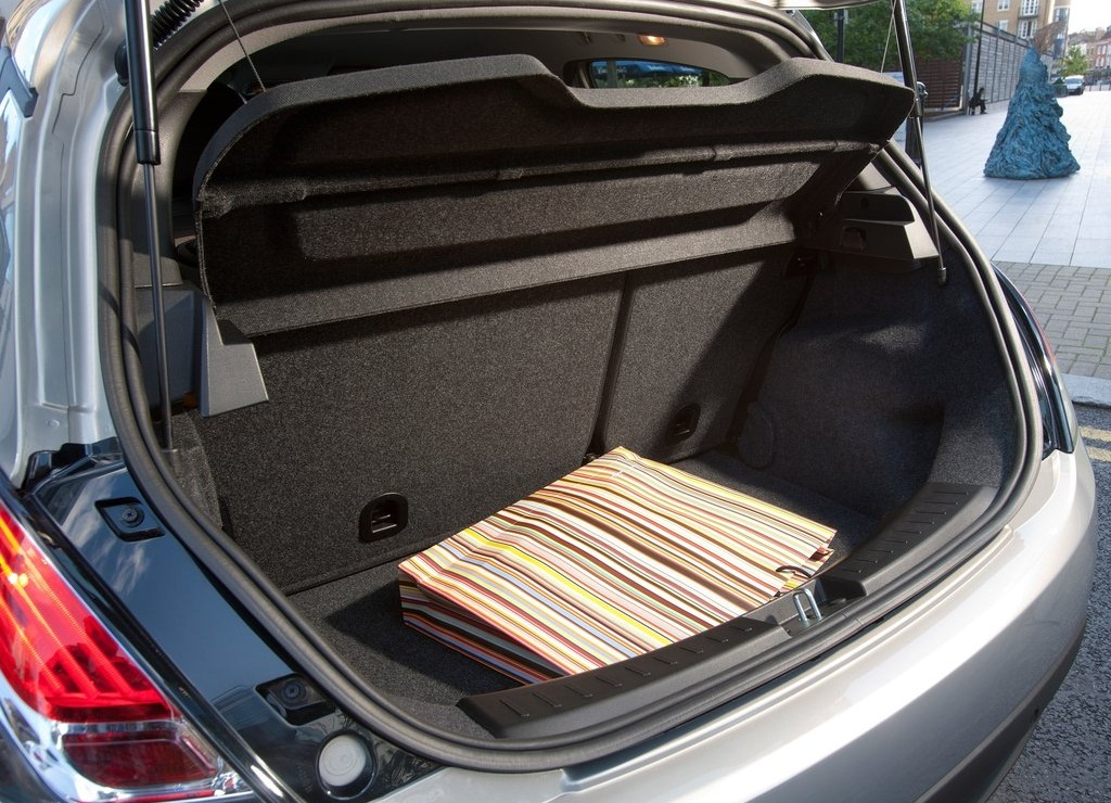 2012 Chrysler Ypsilon Trunk (Photo 9 of 9)