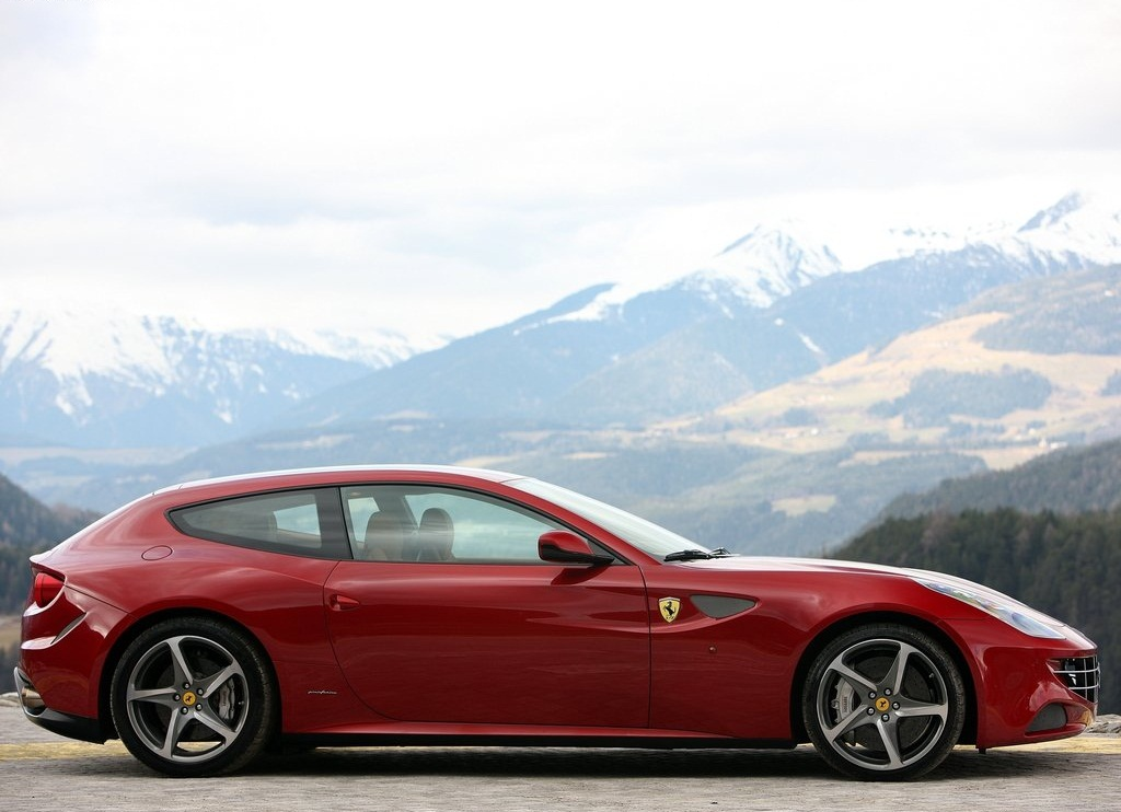 2012 Ferrari FF Side (Photo 10 of 13)