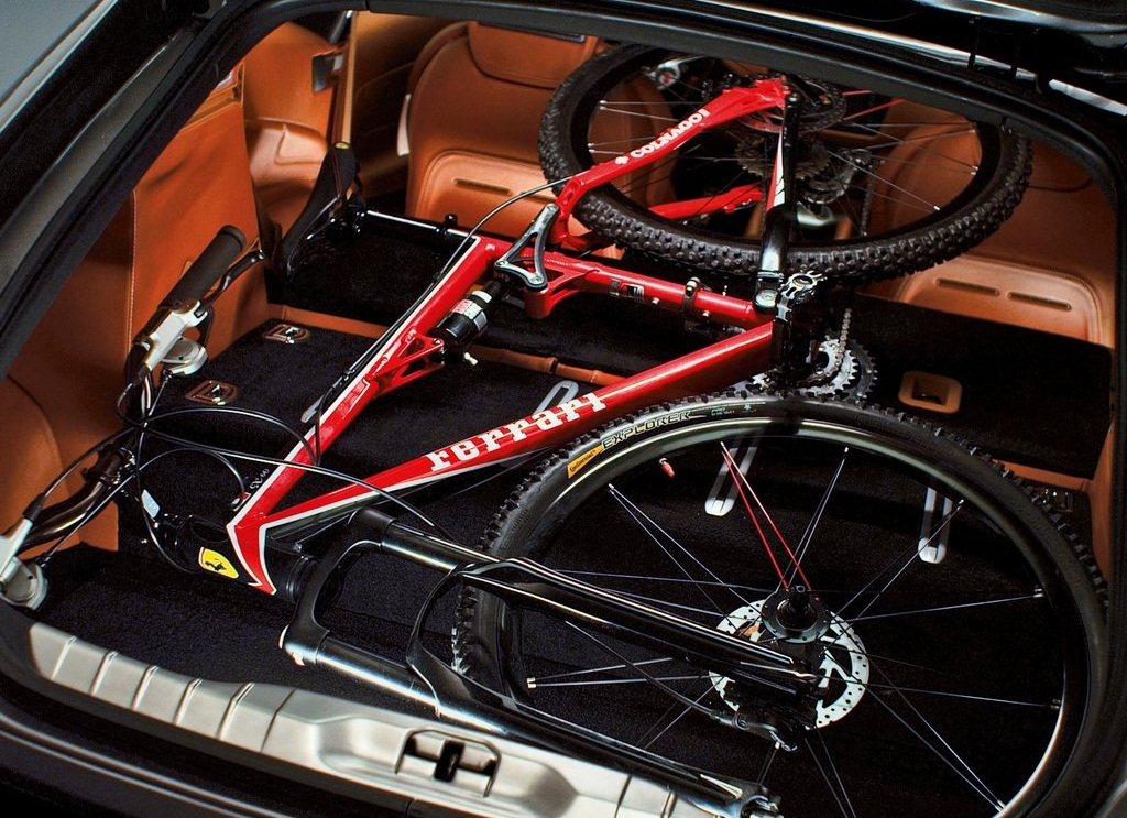 2012 Ferrari FF Trunk (Photo 13 of 13)