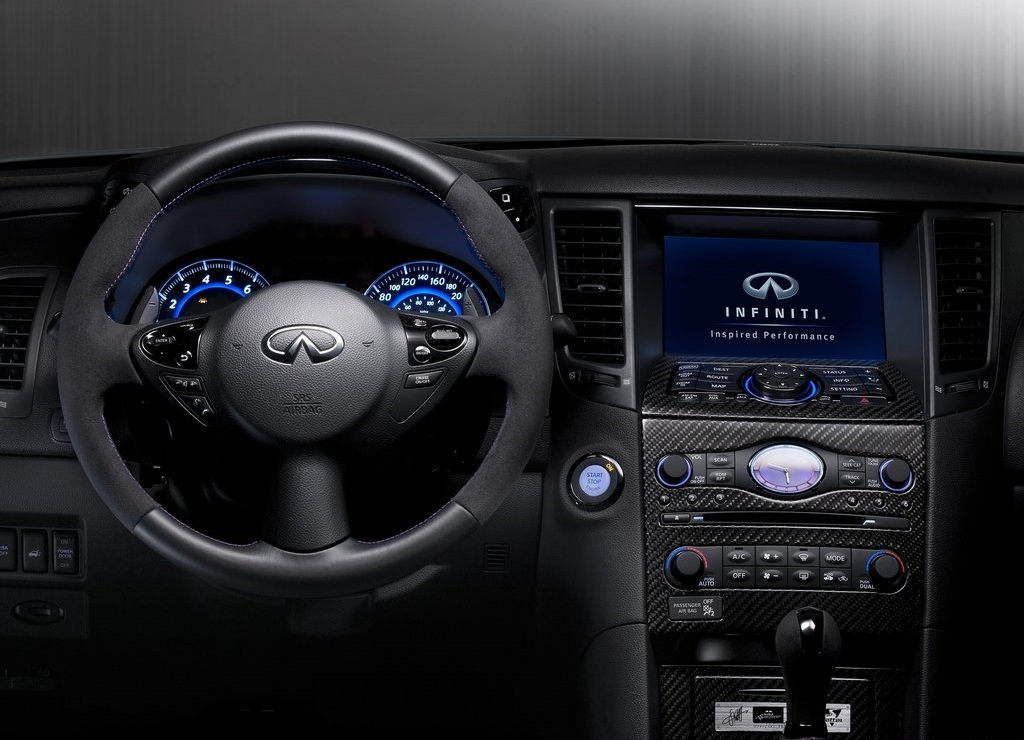2012 Infiniti FX Sebastian Vettel Interior (Photo 5 of 7)
