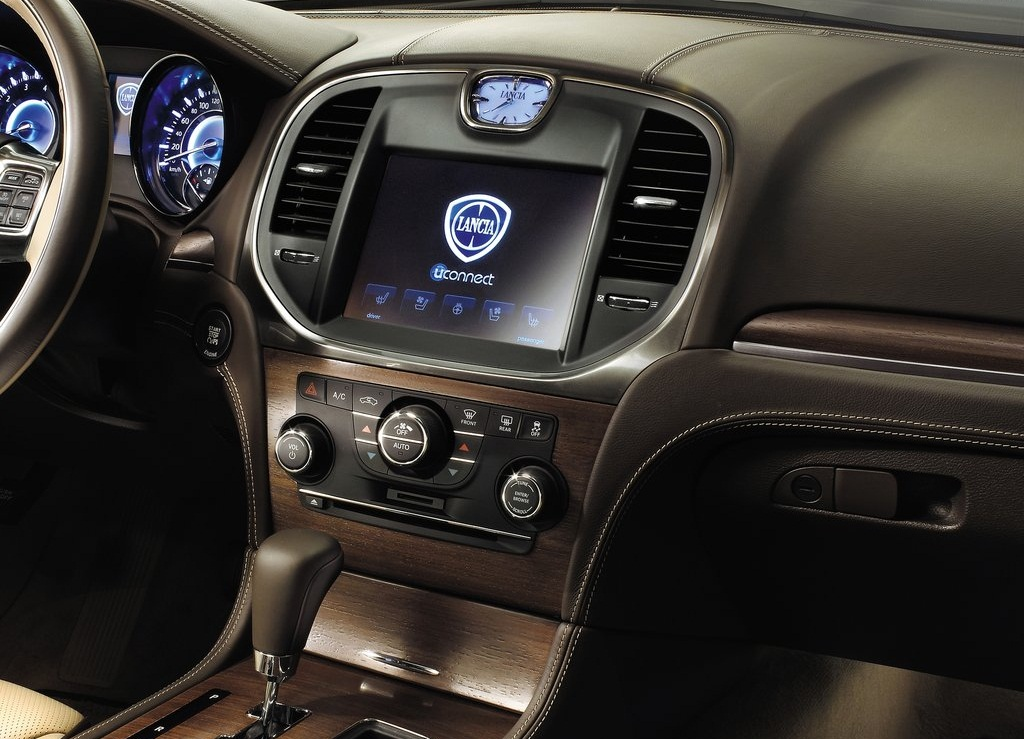 2012 Lancia Thema Feature (View 4 of 9)