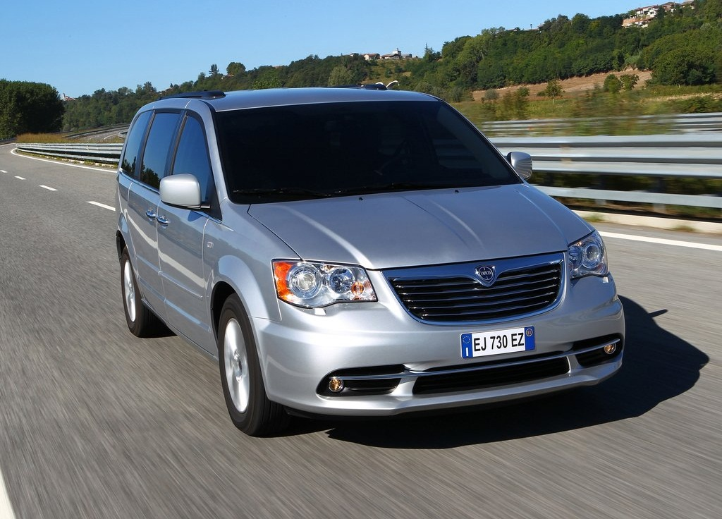2012 Lancia Voyager Front (Photo 2 of 6)