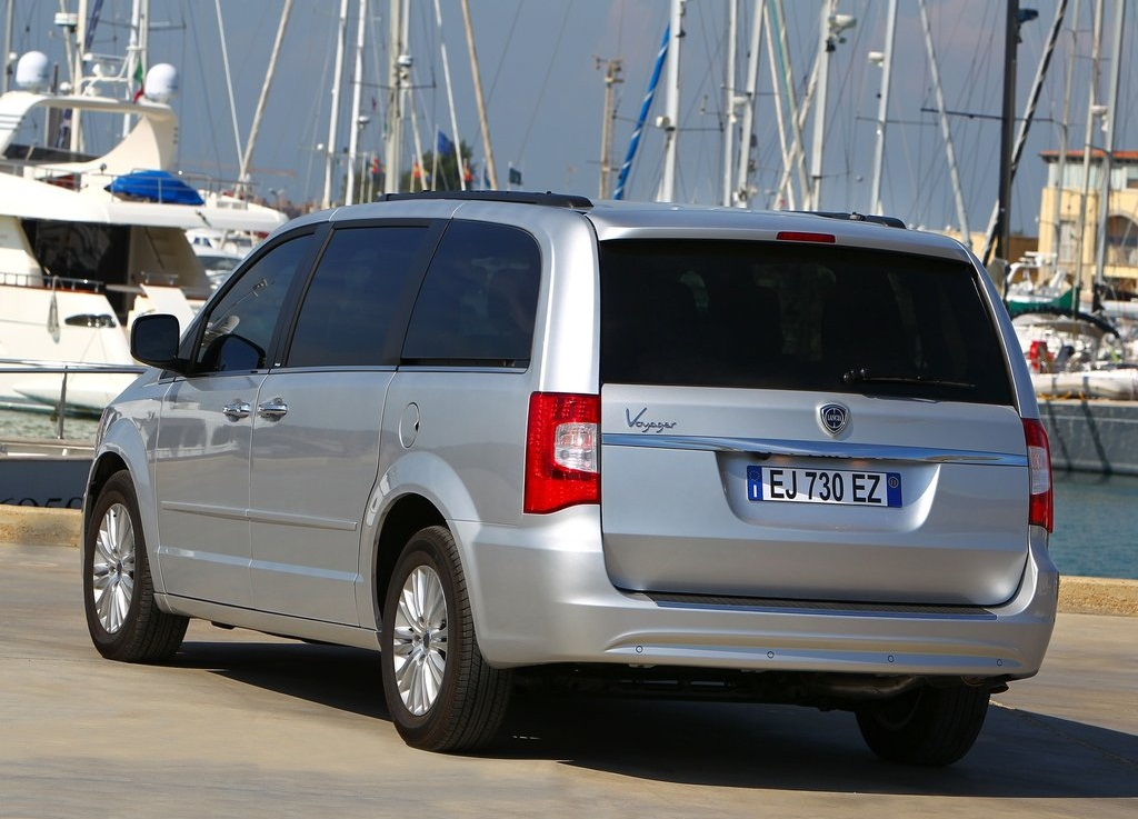 2012 Lancia Voyager Rear (Photo 4 of 6)