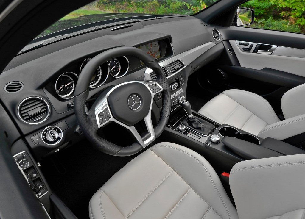 2012 Mercedes Benz C63 AMG  (Photo 7 of 10)