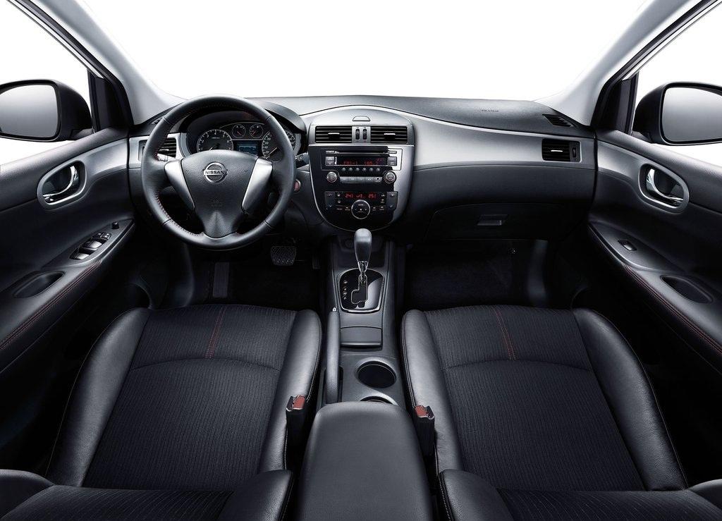 2012 Nissan Tiida Interior (Photo 2 of 5)
