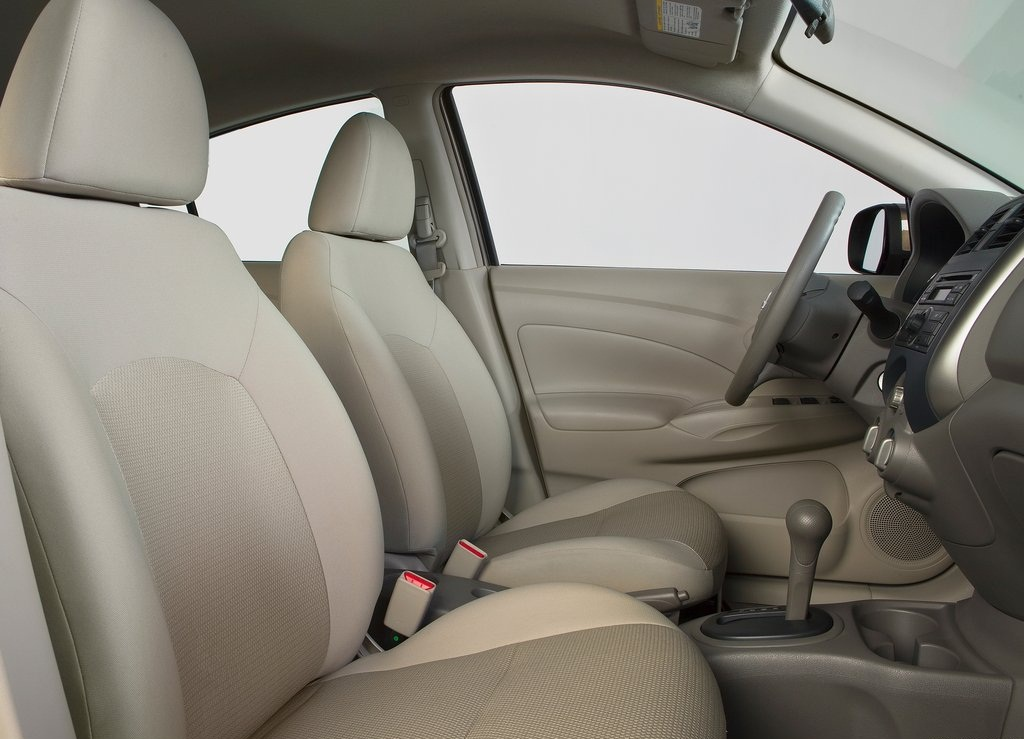 2012 Nissan Versa Sedan Interior  (Photo 5 of 7)
