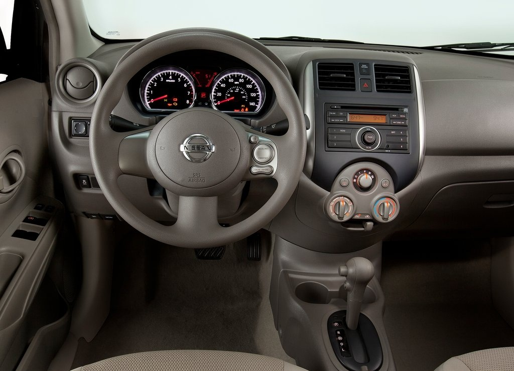 2012 Nissan Versa Sedan Interior (Photo 4 of 7)