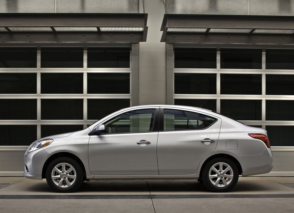 2012 New Nissan Versa Sedan Pictures Gallery (7 Images)