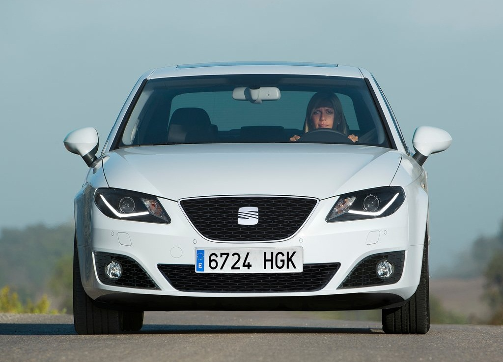 2012 Seat Exeo Front (View 3 of 8)