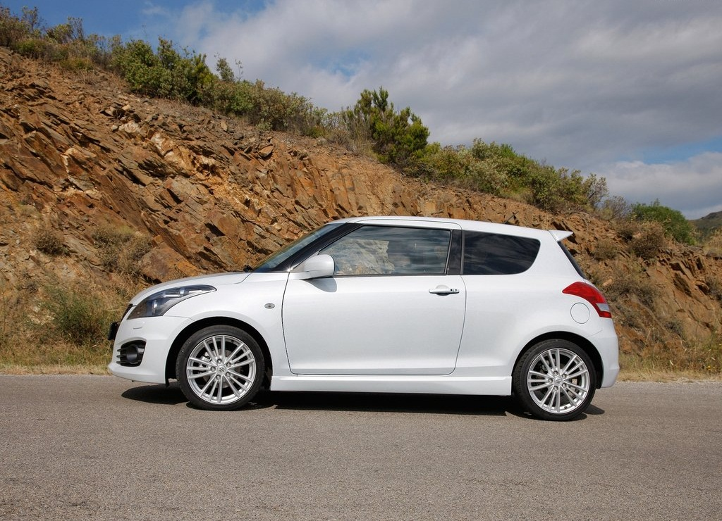 2012 Suzuki Swift Sport Side (Photo 8 of 8)