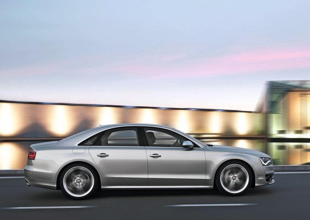 2013 Audi S8  (Photo 2 of 12)