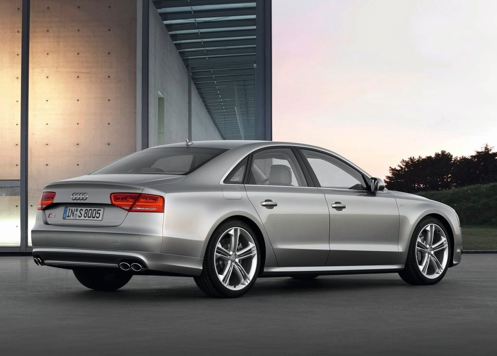 2013 Audi S8 (View 4 of 12)