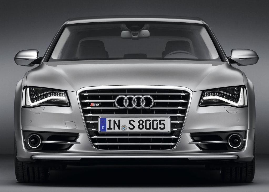 2013 Audi S8  (Photo 5 of 12)