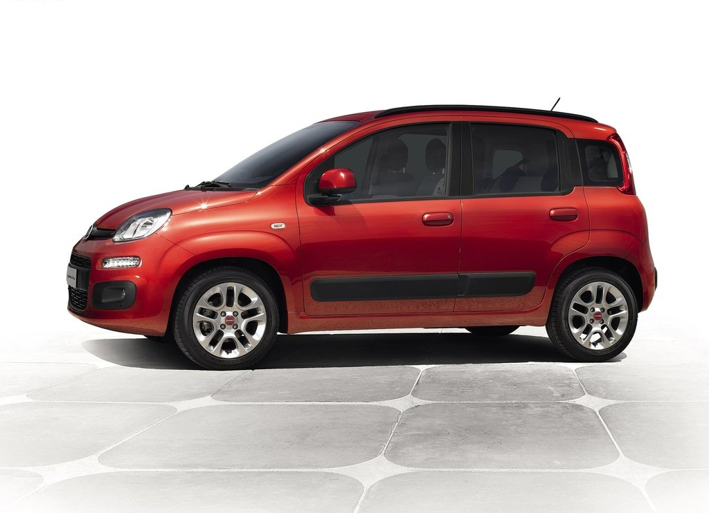 2013 Fiat Panda Side (Photo 5 of 5)