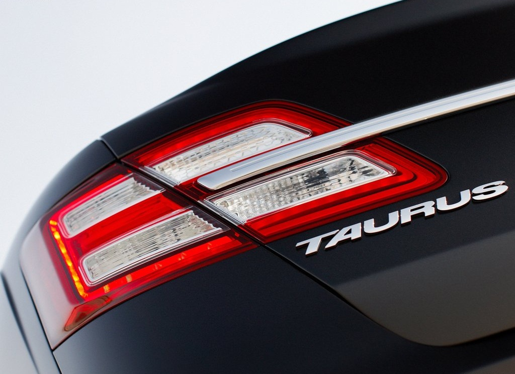 2013 Ford Taurus Behind Lamp (Photo 6 of 12)