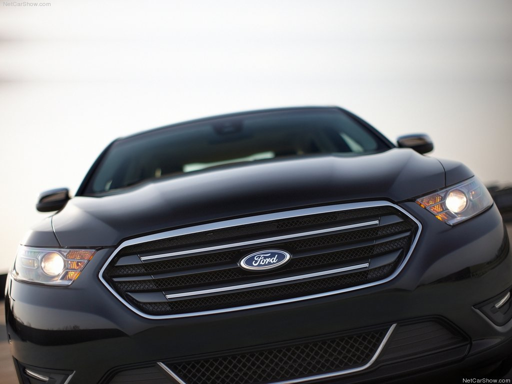 2013 Ford Taurus Front (Photo 9 of 12)