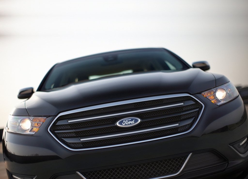 2013 Ford Taurus Front (Photo 10 of 12)