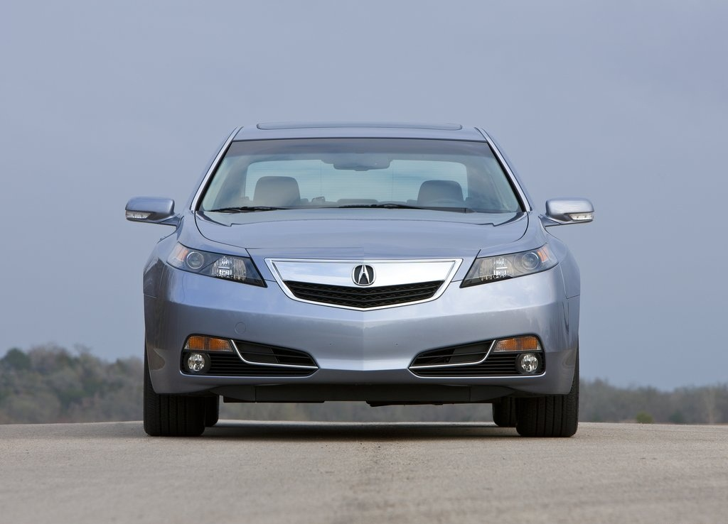 Acura TL Front (Photo 4 of 9)