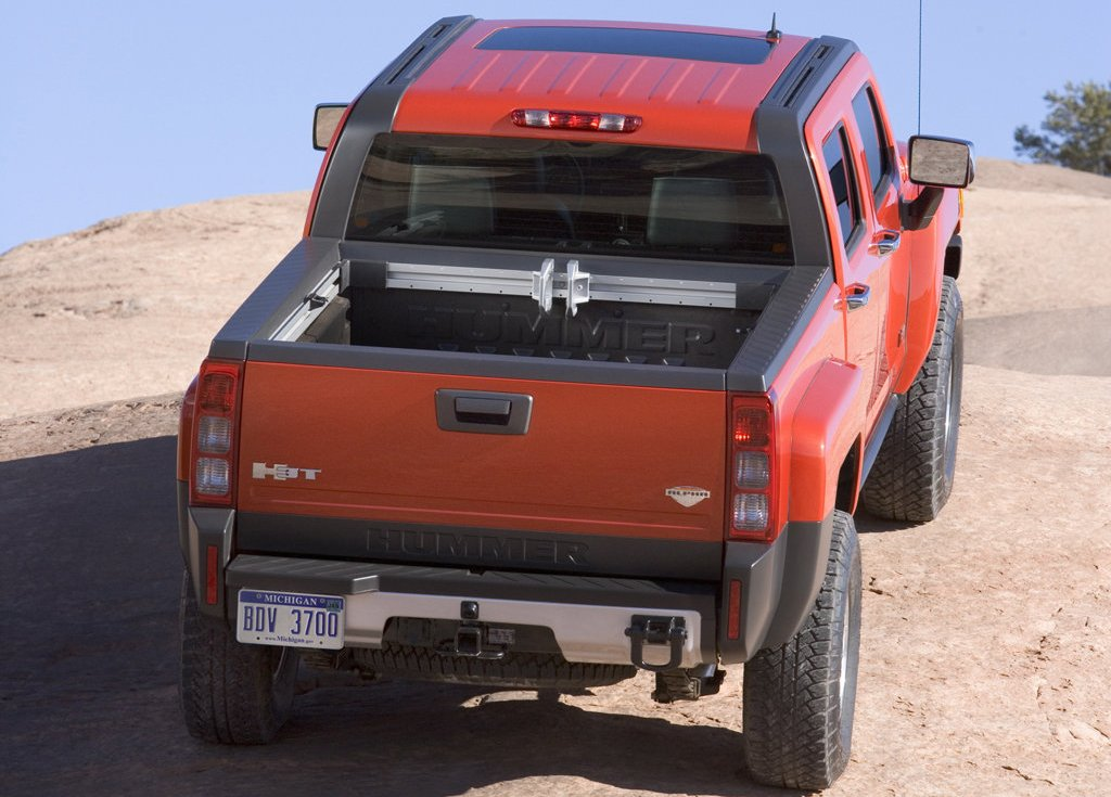 2009 Hummer H3T Alpha Rear (Photo 5 of 8)