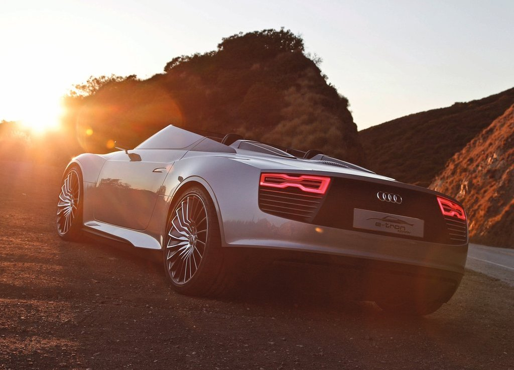 2010 Audi E Tron Spyder Rear (Photo 7 of 9)