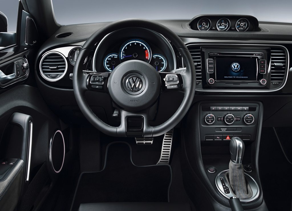 2011 Volkswagen Beetle R Concept Interior (View 2 of 5)