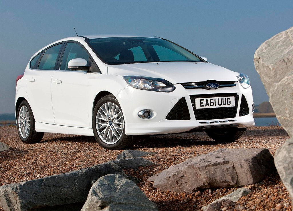 2012 Ford Focus Zetec S Front (Photo 2 of 5)