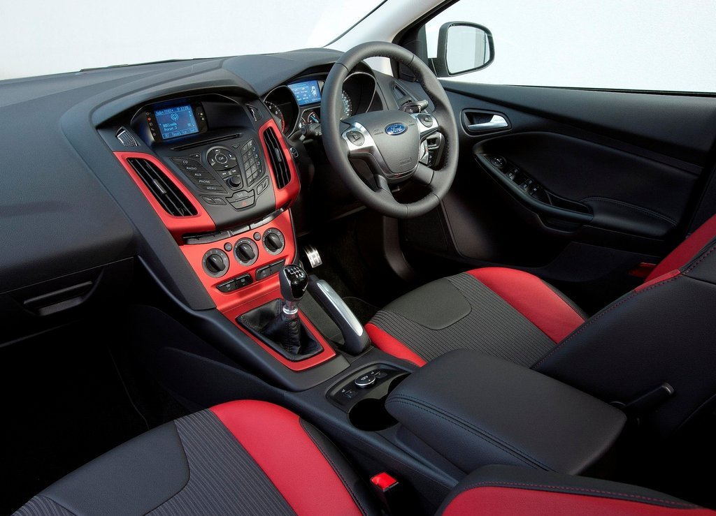 2012 Ford Focus Zetec S Interior (Photo 3 of 5)