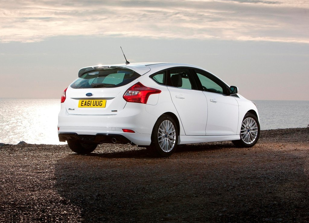2012 Ford Focus Zetec S Side (View 5 of 5)