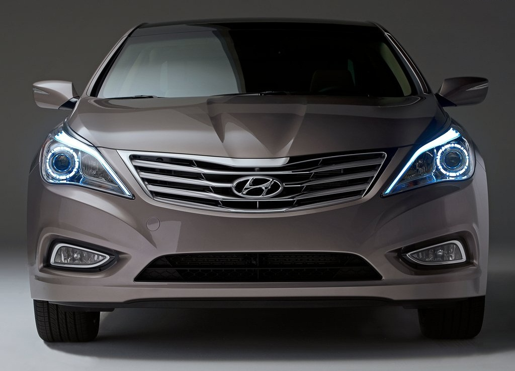 2012 Hyundai Azera Front (Photo 3 of 8)