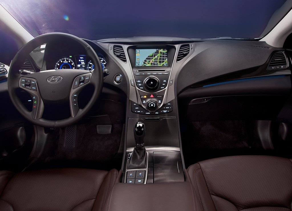 2012 Hyundai Azera Interior (Photo 5 of 8)