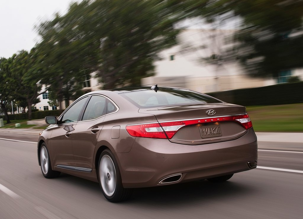 2012 Hyundai Azera Rear (Photo 6 of 8)