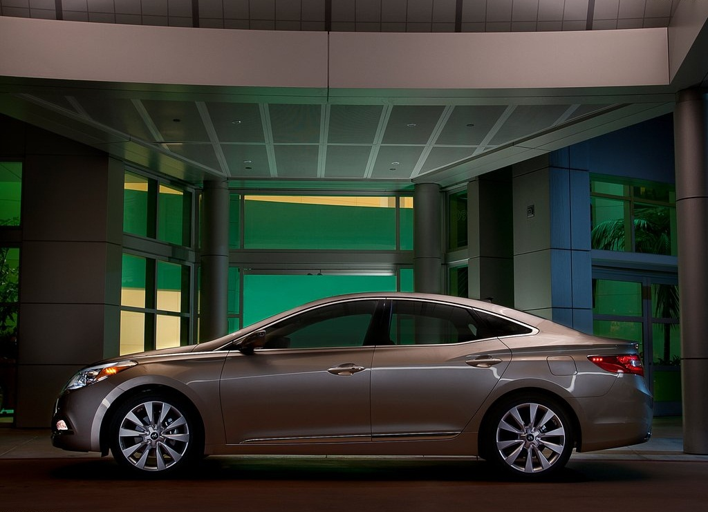 2012 Hyundai Azera Car Review Pictures Gallery (8 Images)