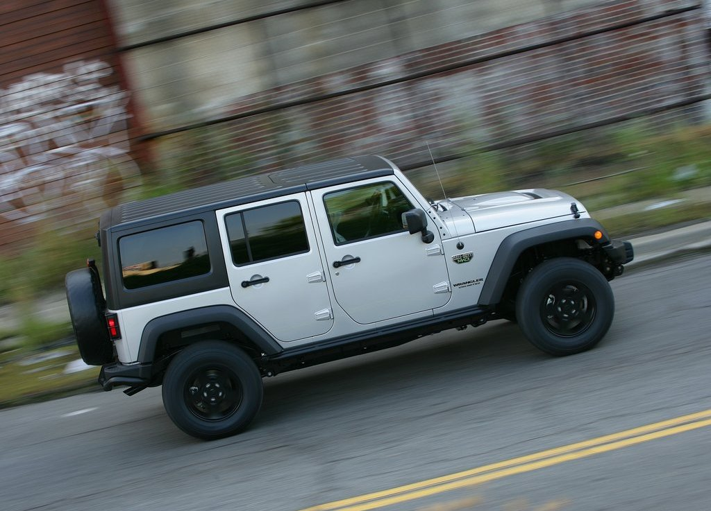 2012 Jeep Wrangler MW3 Right Side (Photo 4 of 7)