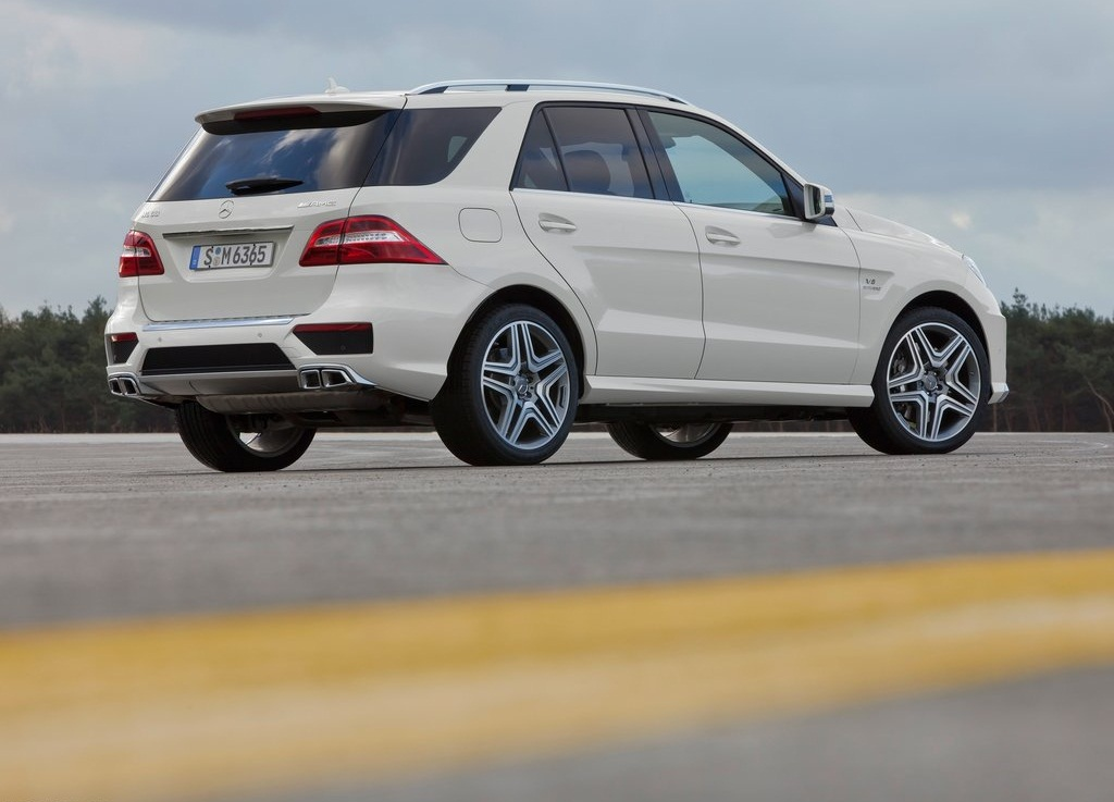 2012 Mercedes Benz ML63 AMG Right Rear (Photo 6 of 8)