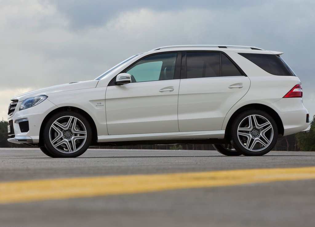 2012 Mercedes Benz ML63 AMG Side (Photo 8 of 8)
