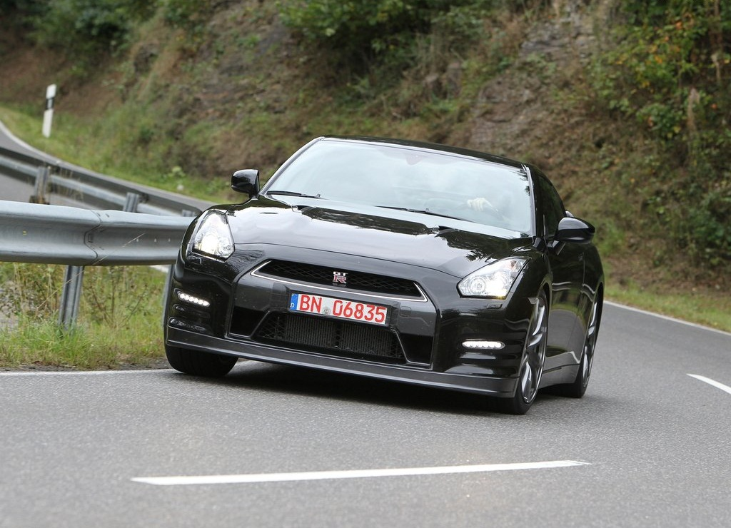 2012 Nissan GT R Front (Photo 6 of 9)