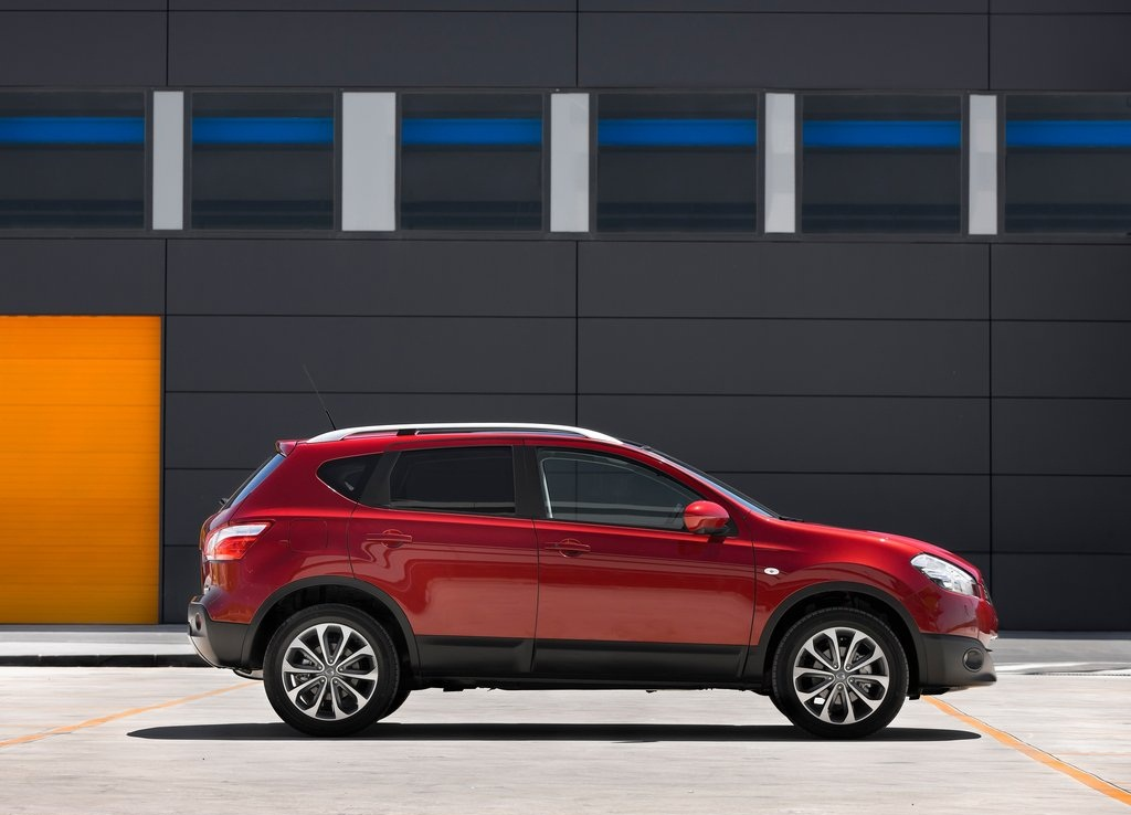 2012 Nissan Qashqai Side (Photo 6 of 6)
