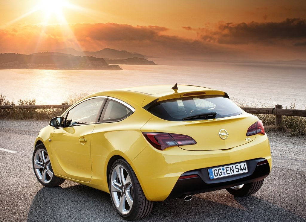 2012 Opel Astra GTC Rear (Photo 7 of 8)