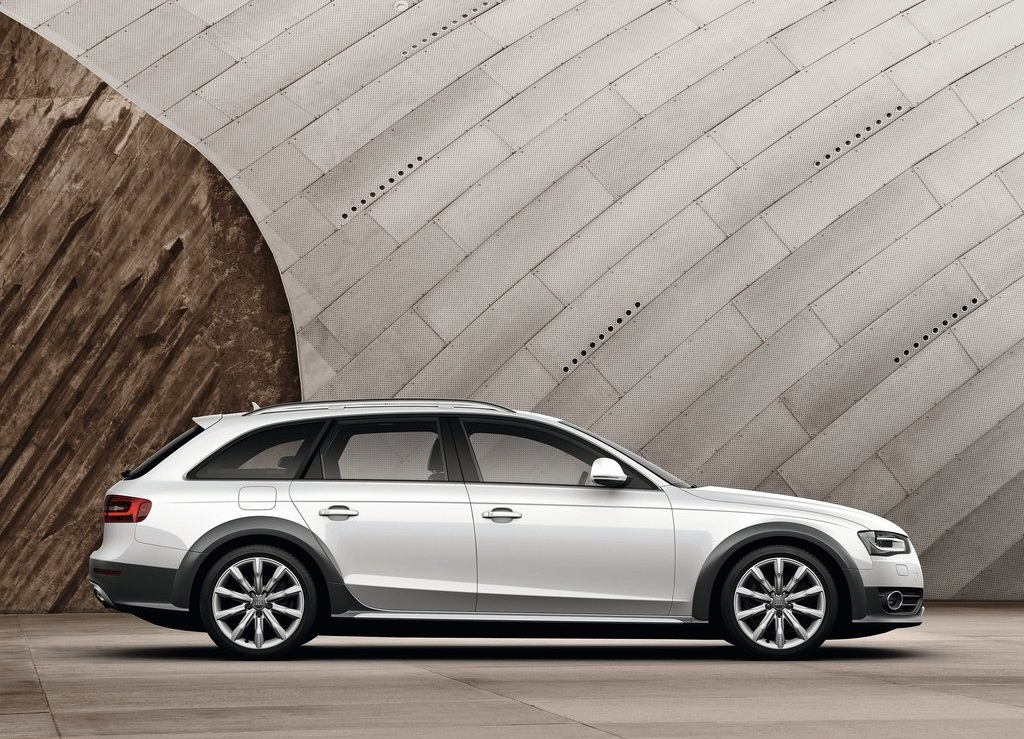 2013 Audi A4 Allroad Quattro Side (Photo 8 of 9)