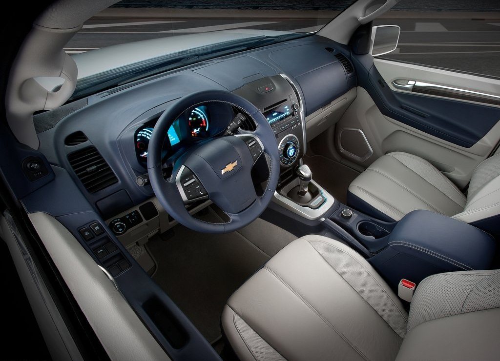 2013 Chevrolet TrailBlazer Interior (Photo 2 of 3)
