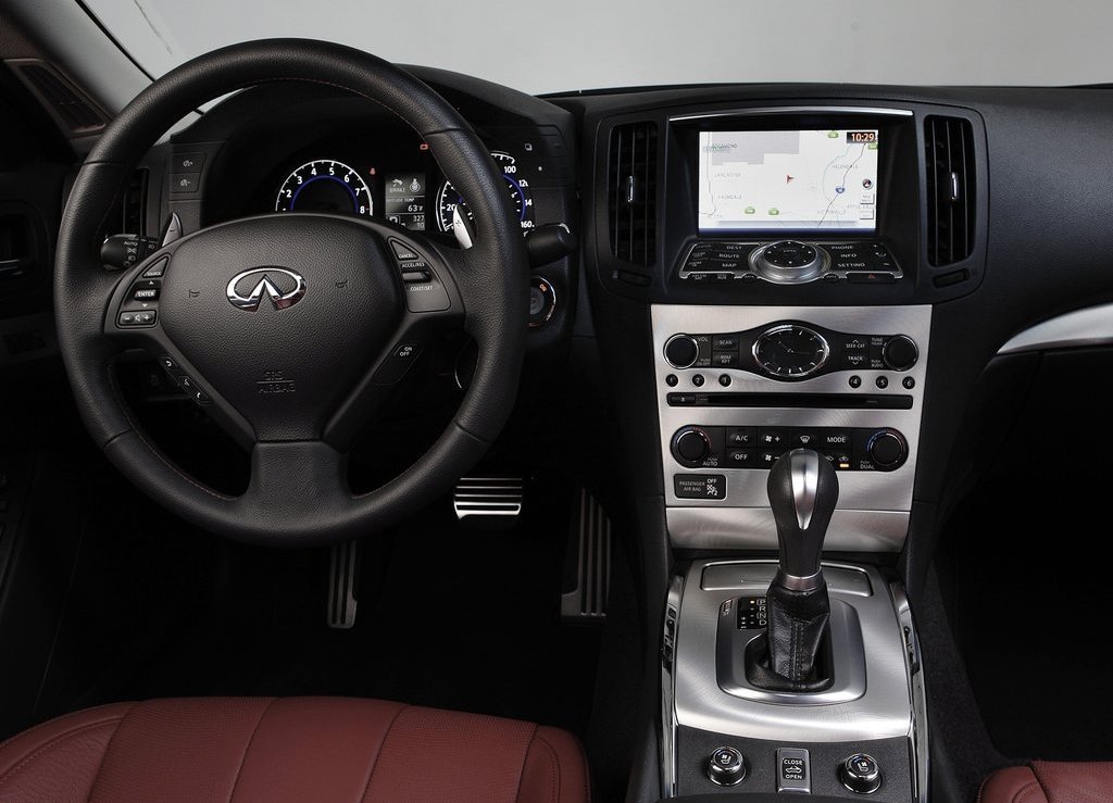 2013 Infiniti IPL G Convertible Interior (Photo 4 of 9)