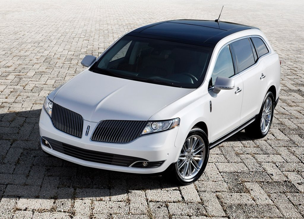 2013 Lincoln MKT Front Angle (View 5 of 9)