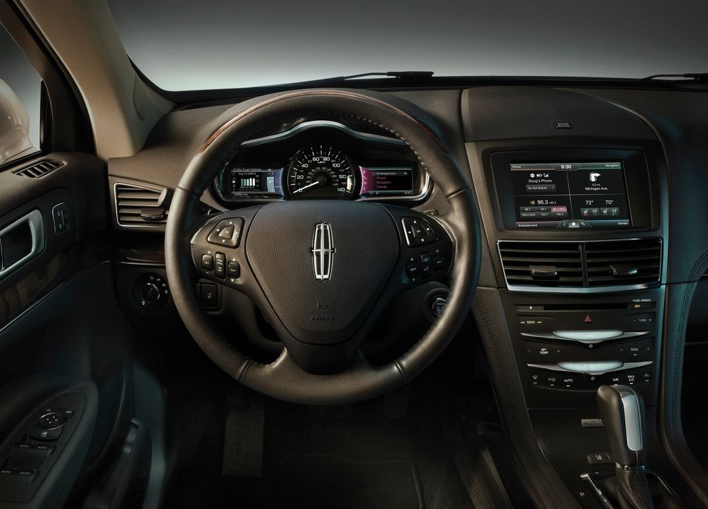 2013 Lincoln MKT Interior (Photo 5 of 9)