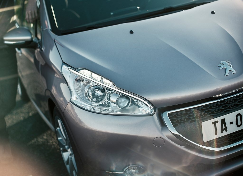 2013 Peugeot 208 Head Lamp (Photo 5 of 7)